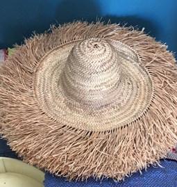 Chapeau en feuille de palmier