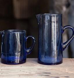 Carafe en verre coloris bleu