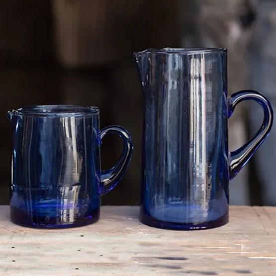 Carafe en verre coloris bleu - Design : CORINNE BENSIMON MAISON
