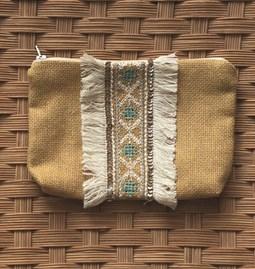 Pochette brodée au point traditionnel marocain