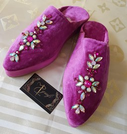 Slippers with beading