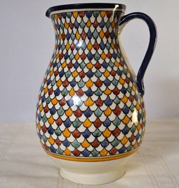 Jug with multichrome patterns