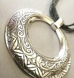 Pendentif Touareg avec cordon en cuir