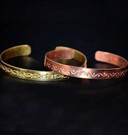 Bracelet en cuivre ciselé à la main