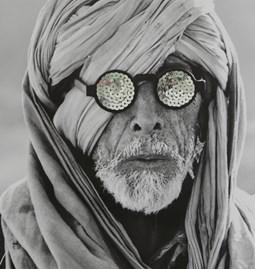 """Photo brodée """"l'Homme aux lunettes"""""""