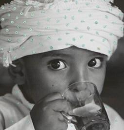 """Photo brodée """"L' enfant au thé"""""""