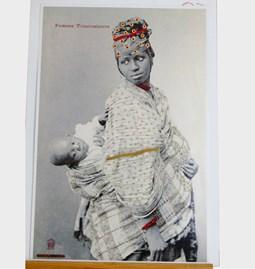 """Embroidered picture """"Femme toucouleurs et bébé"""""""