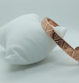 Bracelet jonc en cuivre ciselé