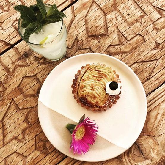 Assiette à dessert Lyva - Design : STUDIO CERAMIQUE