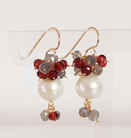 Boucles d'oreilles Pearl, Grey and Red