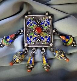 Talisman kabyle avec 6 pendentifs