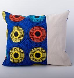 Coussin en tissu africain avec toile blanche